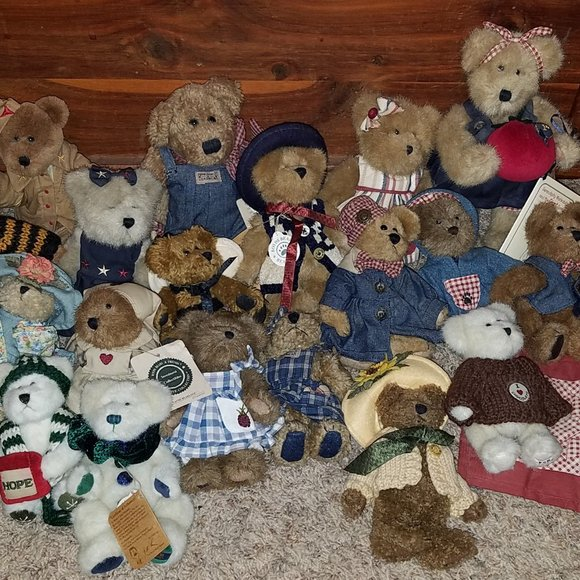 LOT OF 19  PLUSH BOYDS BEARS W/ TAGS *ALL RETIRED